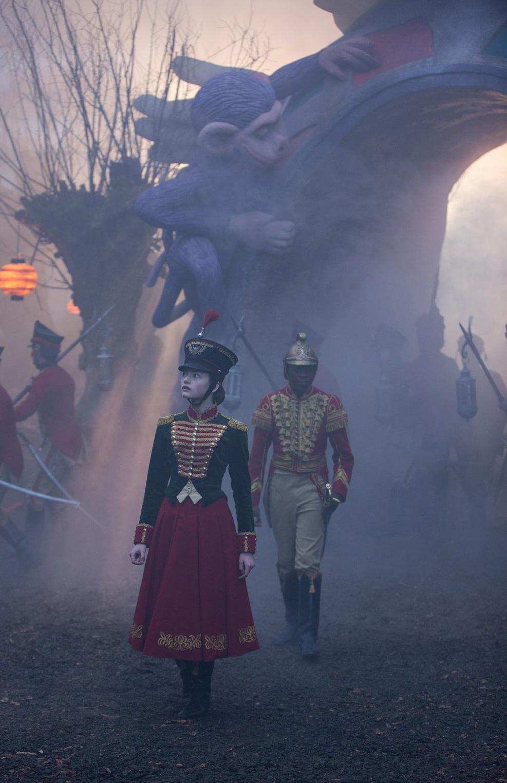 смотреть фильм щелкунчик в ютубе отправилась дворец бал